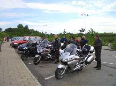 Halvvägs genom Danmark mot Rödby är det dags för en bensträckare.