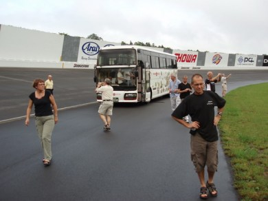 Bussen tog oss med på ett varv runt ovalen.