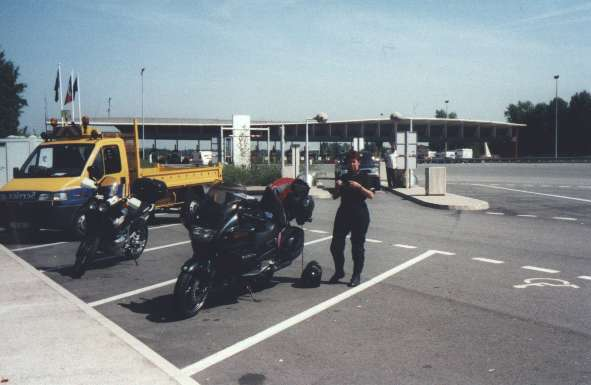 Dags att ta av sig kläder Parkering vid betaltull i Norra Frankrike
