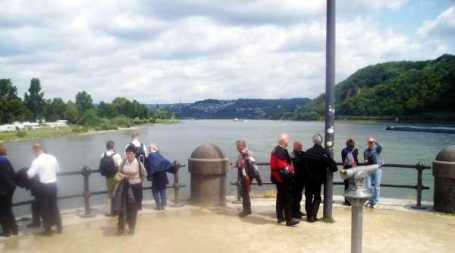 Vid Koblenz rinner här Mosel från vänster in i Rhen.