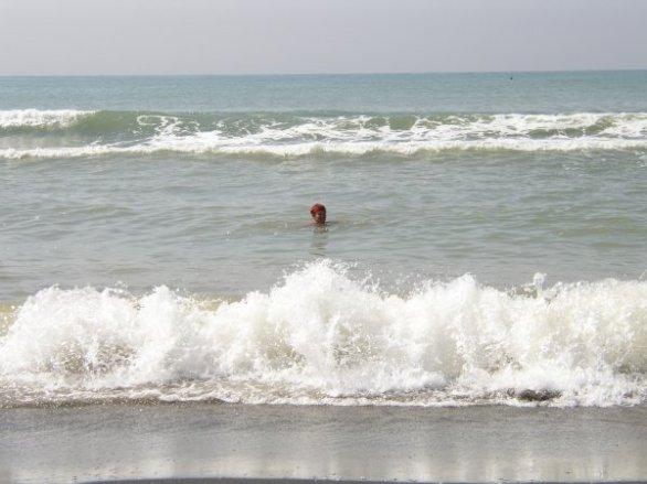 En dag vid stranden, härliga vågor!