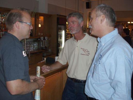 Per från Lelles gjorde en snabb visit. Här i samspråk med Lars och Rolf.