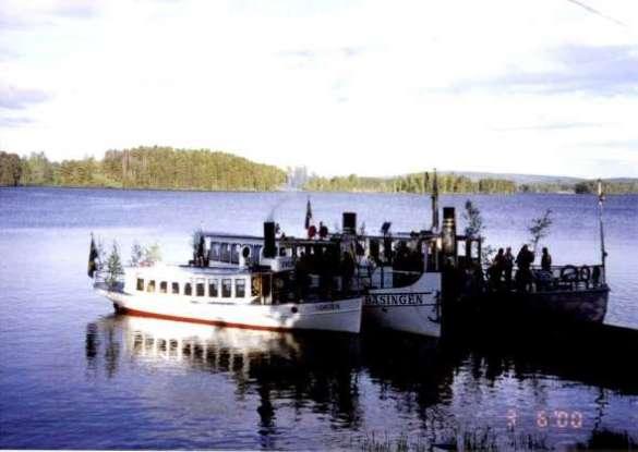 Klart för ombordstigning på ångbåtarna för en tur på Runn.
