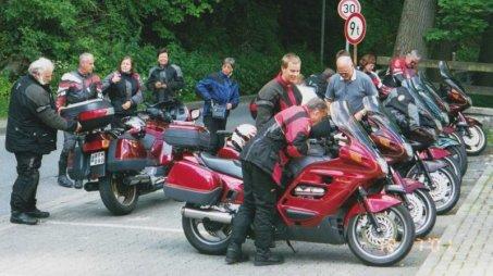 En tur stannade till vid Hermannshöle där det finns en stor droppstensgrotta. Bilden insänd av Olle Anselius