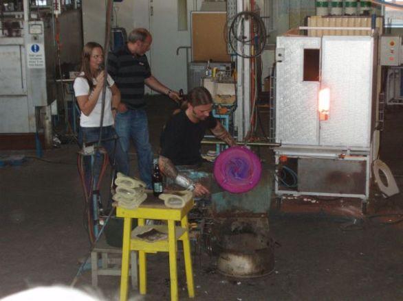 Demonstration av glasblåsare.