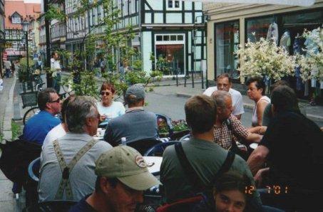 Fikapaus på ett gatucafe i Wernigerode. Bilden insänd av Olle Anselius