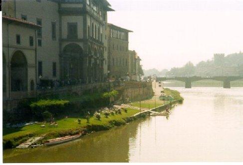 Floden Arno som går igenom Florence