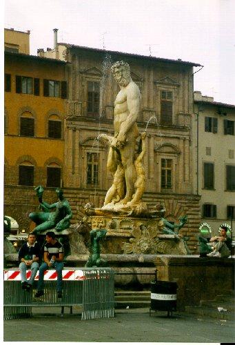 Det vimlar av nakna karlar i Florence