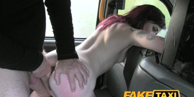 Chloe Carter se fait défoncer le cul