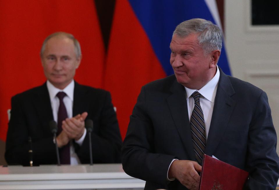 Russian President Vladimir Putin receives Chinese President Xi Jinping at the Kremlin