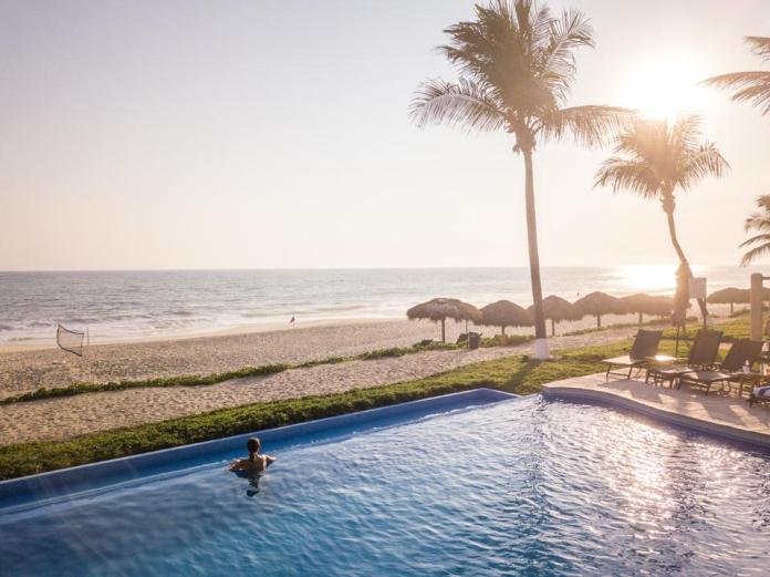 Vivo Resorts currently offers two beachfront Infinity Swimming Pools, each with a swim-up bar, snack bar and poolside drink service. There is also a family swimming pool with a waterfall feature and water slide adjacent to the Clubhouse.