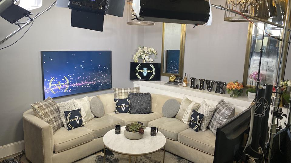 EverTalk's ever-changing set