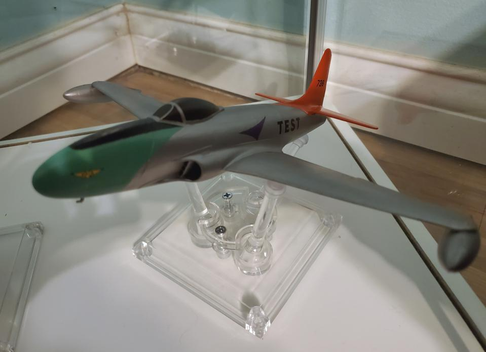 Model of a P-80 Shooting Star jet fighter by R. Torrini.