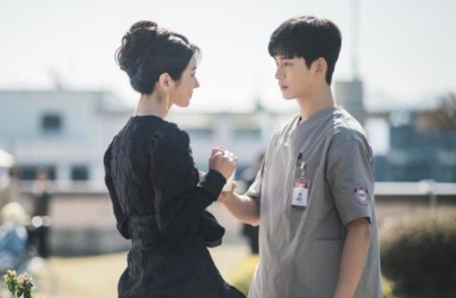 Kim Soo-Hyun Calms Nightmares In 'It's Okay Not To Be Okay'