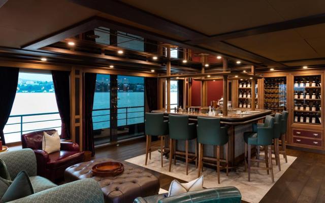 Sky lounge bar on charter explorer yacht Ragnar