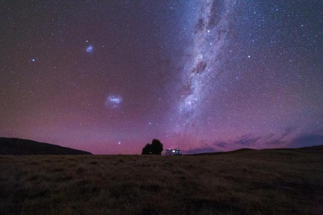 Milky Way over a campervan in Tekapo