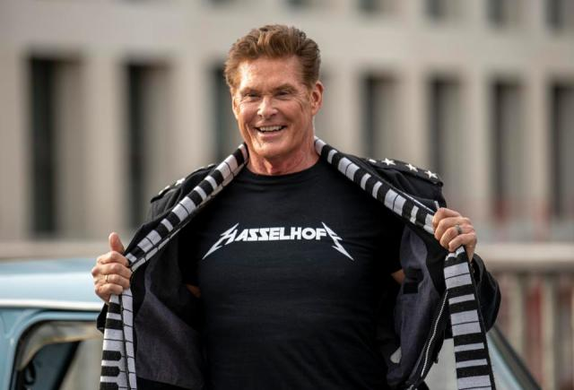 Trabants honk Hasselhoff's horn ″Looking for Freedom″
