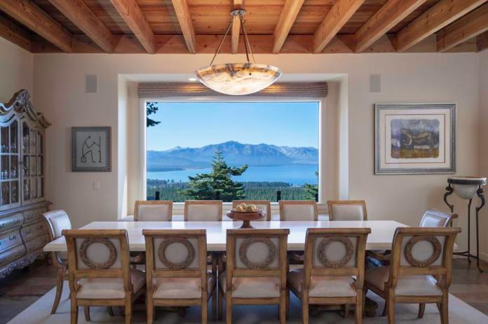 The dining room overlooking the beautiful lake.