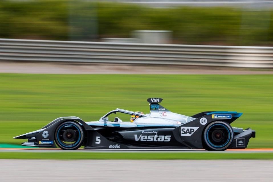 Mercedes-Benz uses SAP S/4 HANA.