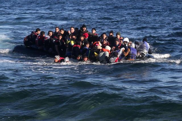 Refugees arrive in Greece's Lesbos Island