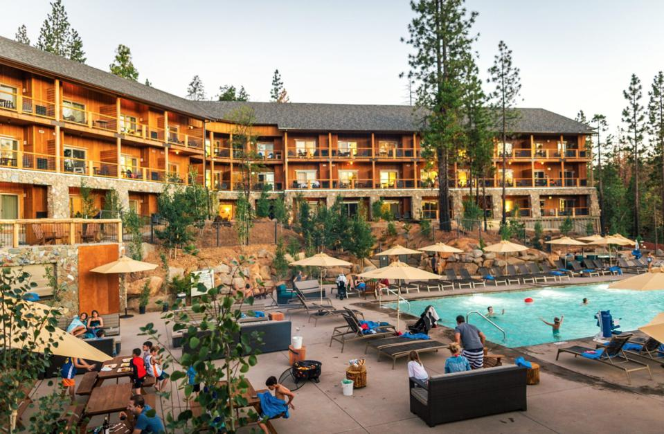 The exterior Rush Creek Lodge