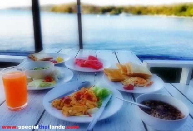 petit-déjeuner à Ko Samet