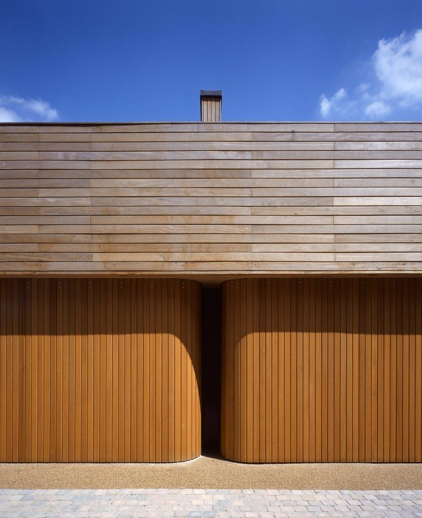 Rundum Meir, High-Tech & Classic Handmade Garage Doors