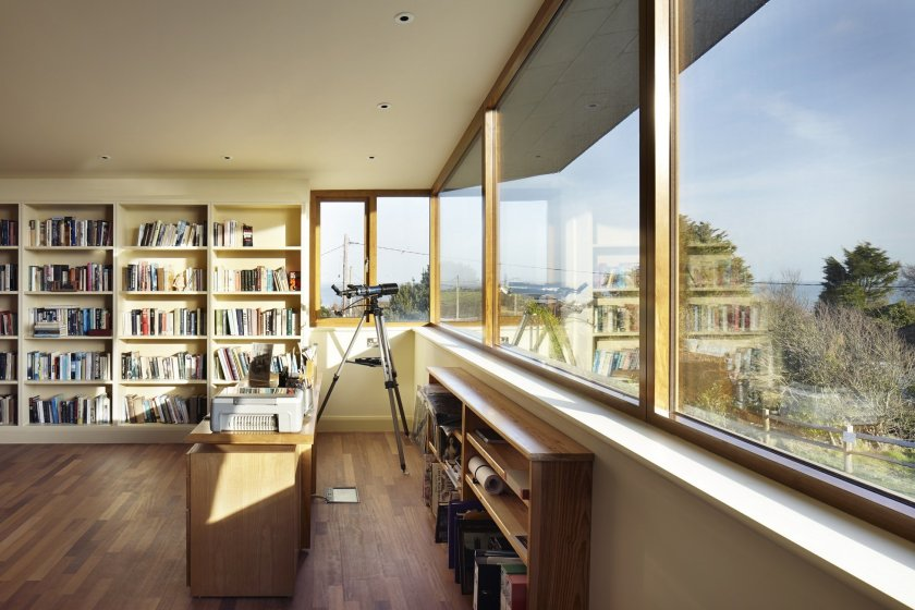 Accoya® windows take in first-class views at split level Hastings home
