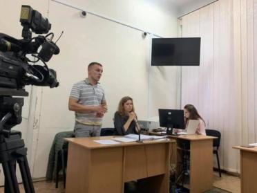 Без вини винуватий: поліцейського звільнили за крадіжку фальшивих євро
