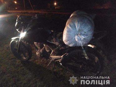 41 кг бурштину вилучила у водія мопеда зарічненська поліція