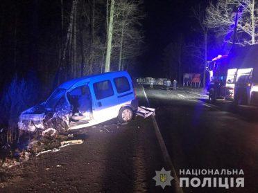На Березнівщині двоє людей постраждало в потрійній ДТП
