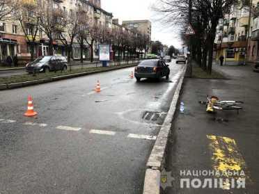 В Рівному на пішохідному переході збили велосипедиста