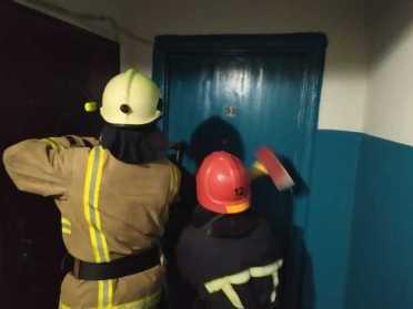 У Вараші рятувальники ламали двері квартири, де виявили тіло мертвого власника