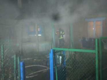 В Рівному пожежники загасили палаючий приватний будинок