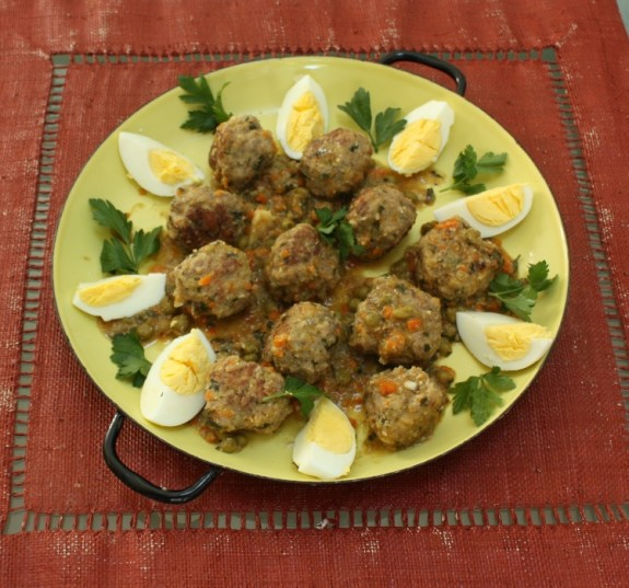 Meatballs with Almond Sauce