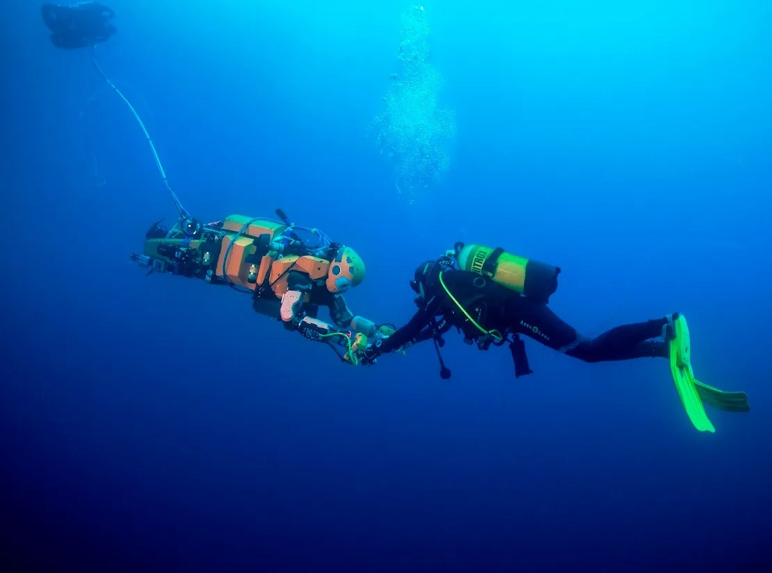 Ocean One, diving in the Mediterranean Sea at 15 meters, interacting with the diver in a compliant and safe manner. Photo: Frederic Osada and Teddy Seguin/DRASSM/Stanford University