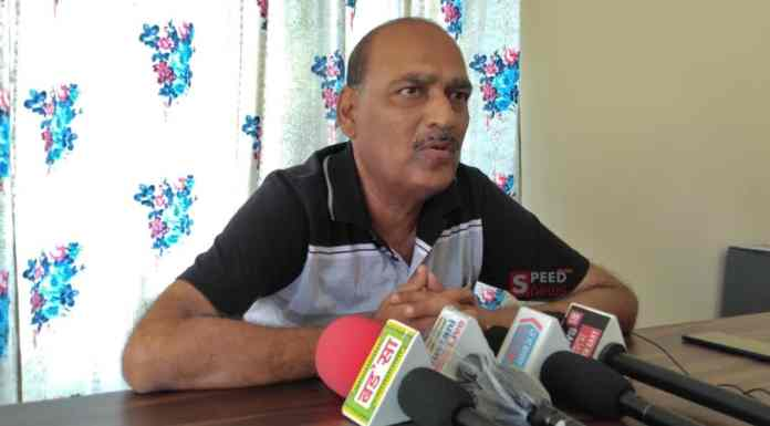 Miscreants stones pelted at Sharma's building, lodged FIR