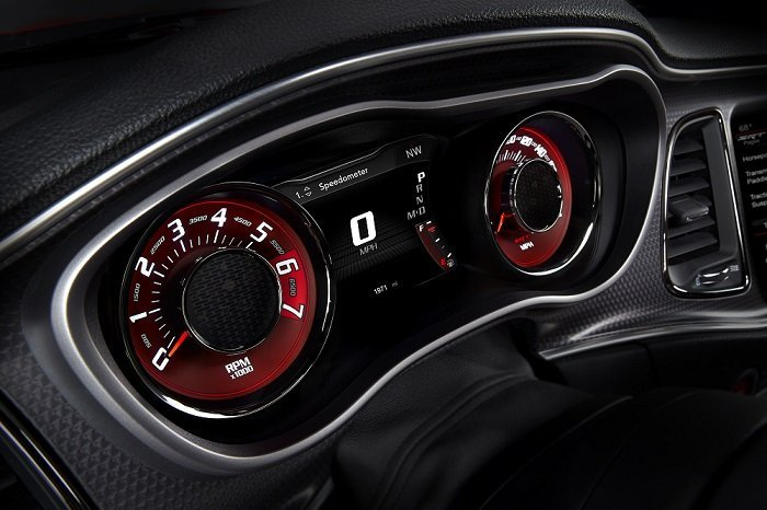 2015 Dodge Challenger SRT Hellcat Speedometer screen