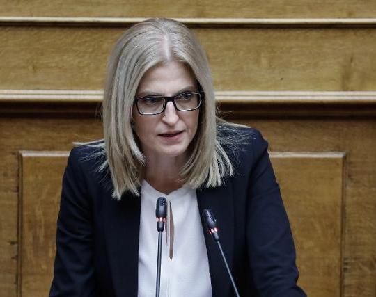 Δ. Αυγέρη: Το «Πρώτο Θέμα» κόβει-ράβει fake news και μονιμοποιεί το ψέμα, μπερδεύοντας διορισμούς και εκατομμύρια