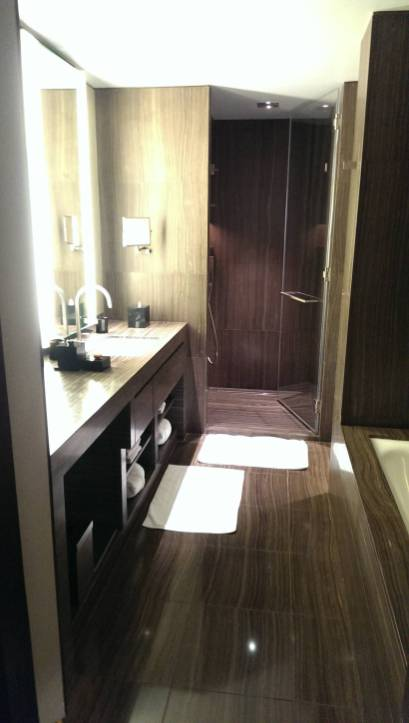 2013_Dubai_Armani_Hotel_006