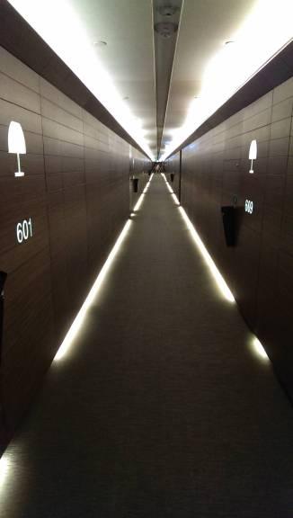 2013_Dubai_Armani_Hotel_010