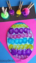 paasei versieren met pompoms