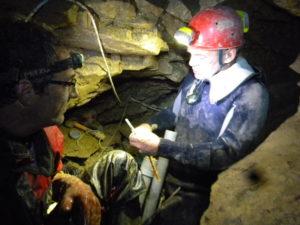 Grotte des Tines - Michel et Patrick au travail
