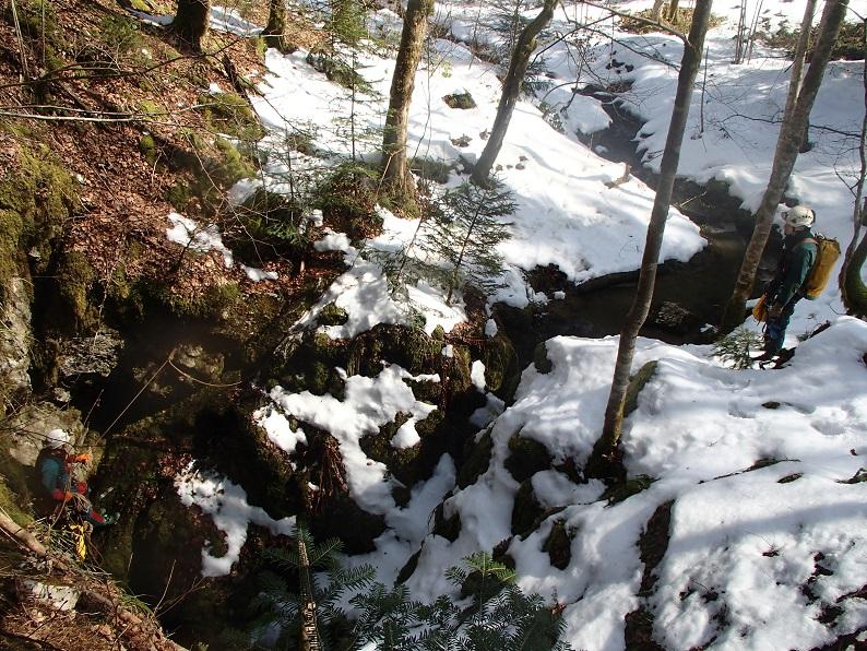 La combe et le ruisseau se jettant dans la perte du Mont Ratey