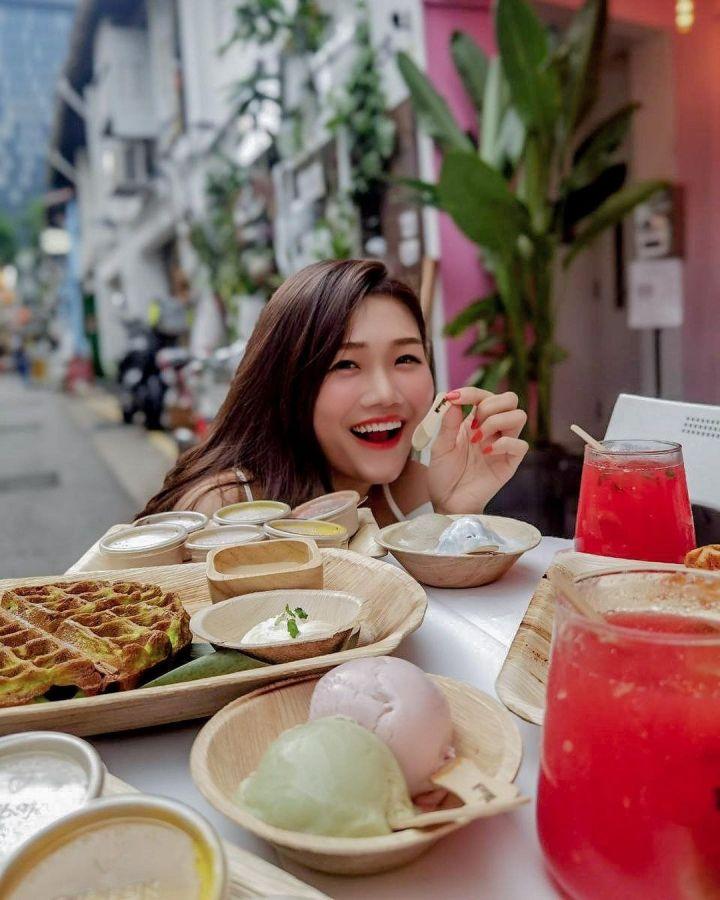 spellbound travels eating at haji lane singapore