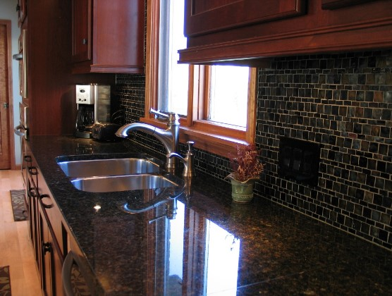 Cherry Kitchen Cabinets With Gray Wall And Quartz ... on Backsplash Ideas For Black Granite Countertops And Cherry Cabinets  id=41536