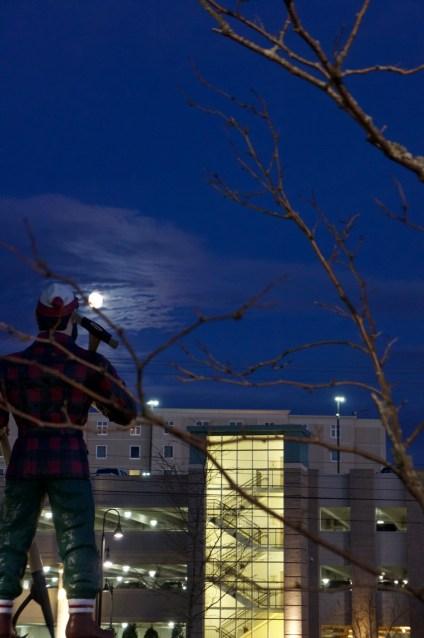 Moon and Paul Bunyan statue in Bangor