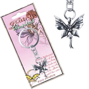 Kovový prívesok na kľúče - stojaca motýlia víla s patinou