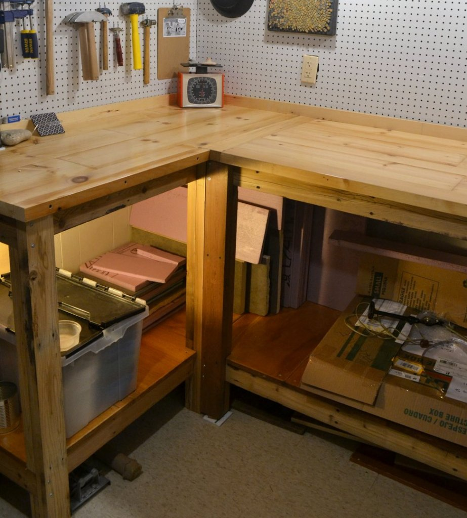 The heart of the workshop: the tables. And you can see I'm already filling up the shelves below...