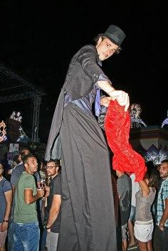 gap-circus-gambalunga-project-birraesound-leverano-2014-facepainting-bodyart-stiltwalker-trampolieri-festa-manifestazione-sputafuoco (69)